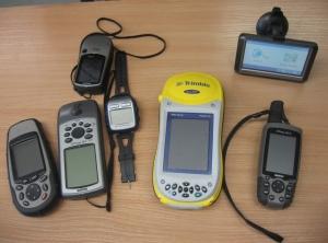 Verschiedene GPS-Geräte. Quelle: Wikipedia