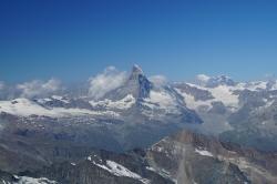 Das Matterhorn in der Ferne