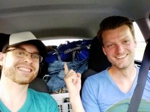 Vollgepackt bis unter's Dach geht's los Richtung Schweiz