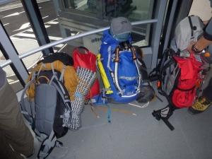 Jede Menge Gepäck brauchen wir für die fünf Tage auf dem Gletscher