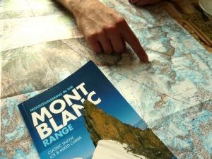 Genau da wollen wir unser Zelt aufschlagen, zwischen Tour Ronde, Grand Capucin und Mont Blanc du Tacul