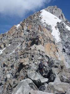 Thomas kurz vor dem Schneefeld Richtung Gipfel