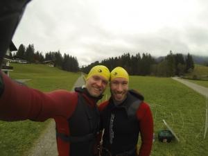 Geschafft! Robert und Dennis nach dem dritten Teil des Schwarzwasserbaches.