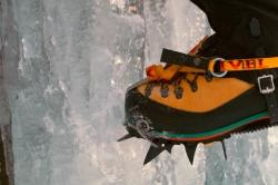 Ordentlich antreten ist beim Eisklettern unerlässlich