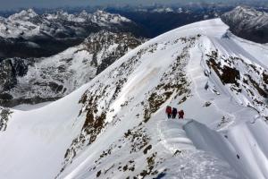 Auf dem Gipfelgrat Richtung Südgipfel