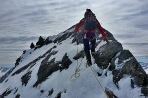 Kurze Kletterpassagen beim Abstieg über den Südost-Grat