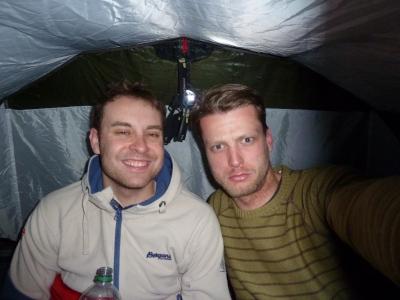 Gute Laune im Zelt