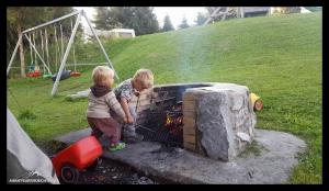 Kids und Lagerfeuer