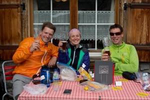 Zurück am Berghotel Schwarenbach gönnen wir uns unser verdientes Weizenbier