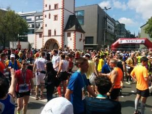 Jede Menge zugriedener Läufer im Zielbereich