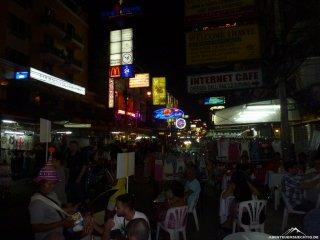Die Khaosan-Road bei Nacht