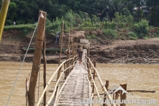 Bambus-Fußgängerbrücke
