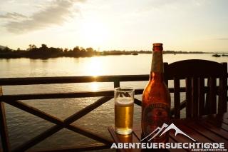 Bierchen im Sonnenuntergang auf Don Det