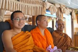 Mönche auf dem slowboat