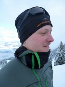 Der hoch schließende Reißverschluss wärmt an kalten Tagen den Hals.