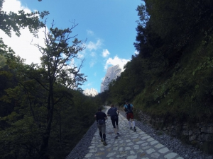 Los geht's Richtung Berge