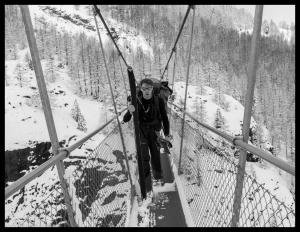 Kay auf der Hängebrücke