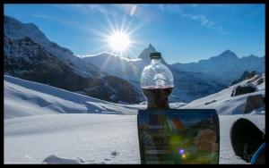 Rotwein und Essen mit frischem Parmesan - Bergsteiger Deluxe Abendessen