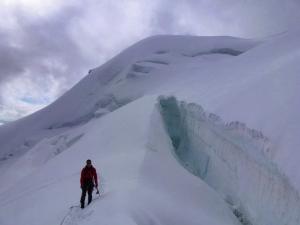 Dennis am Rand einer Gletscherspalte