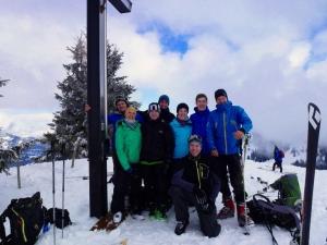 Gruppenfoto am Gipfelkreuz des Großen Ochsenkopfes