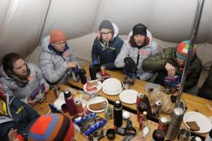 Das Abendessen wird serviert. Foto: adidas