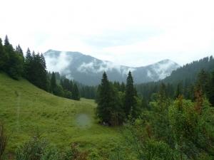 Ein schöner, aber verregneter Blick Richtung Tal