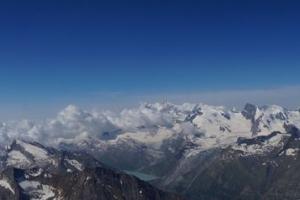 Das Panorama vom Weissmies. Im rechten Drittel die Mischabelgruppe mit dem Allalinhorn.