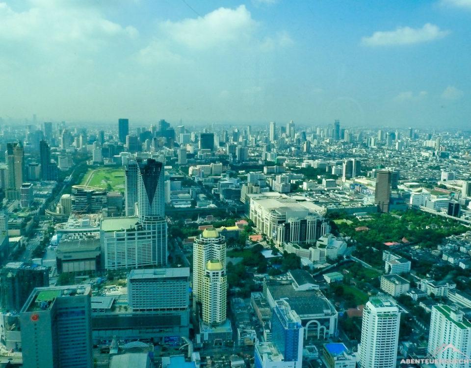 Blick auf Bangkok während des Frühstücks.