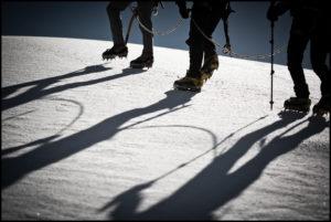Als Seilschaft auf dem Weg zum Gipfel. Copyright: Joachim Stark
