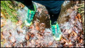 Mit wasserdichten Schuhen bleiben die Füße auch im Winter trocken