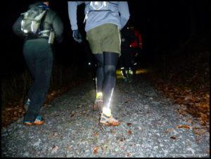 Reflektierende Kleidung ist beim Laufen im Dunkeln Pflicht!