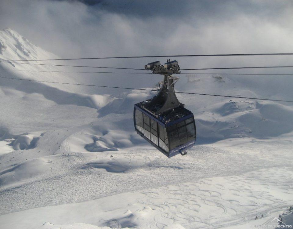 Mit der Vallugabahn geht's raus aus dem Nebel von St. Anton